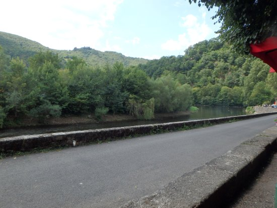 Entraygues-sur-Truyere, Francia: Depuis le salon à l'apéro