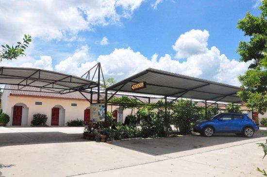 Sadao, Thailand: Car parking area