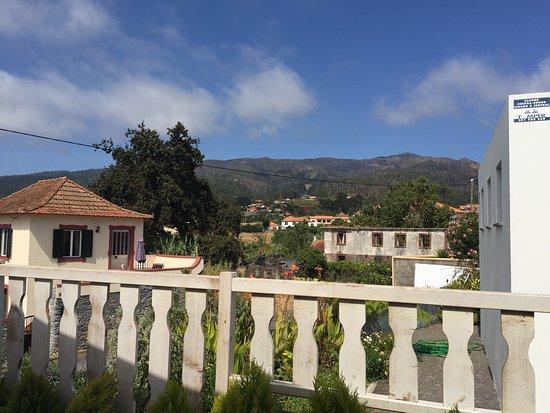 Prazeres, Portugalia: Nette Aussicht auf der Dachterrasse