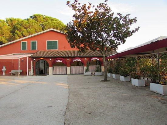 L 39 esterno del ristorante foto di osteria frontoni pizza for L esterno del ristorante sinonimo