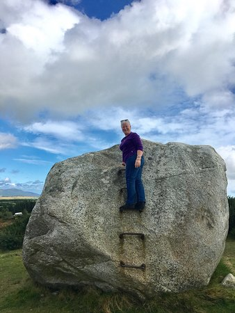Avoca, Irlanda: This is me climbing the Mottee Stone