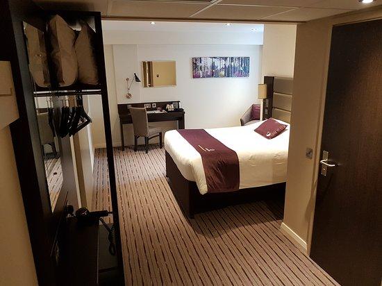 Premier Inn London Hanger Lane Hotel: 20170908_135618_large.jpg