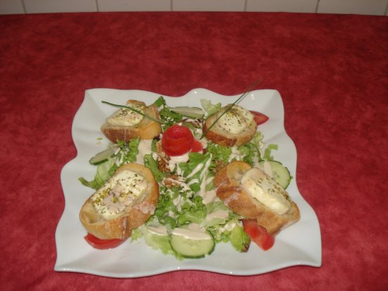 Chatillon-sur-Cluses, Prancis: salade de chèvre chaud