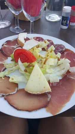 Restaurant A Merendella: Charcuterie et tomme