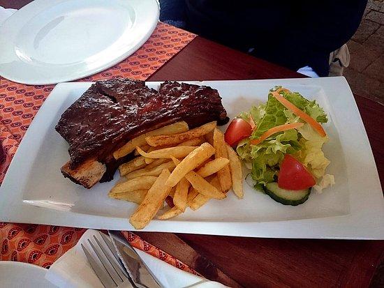 Lola's Tapas and Carnivore Restaurant : costillas de Jirafa