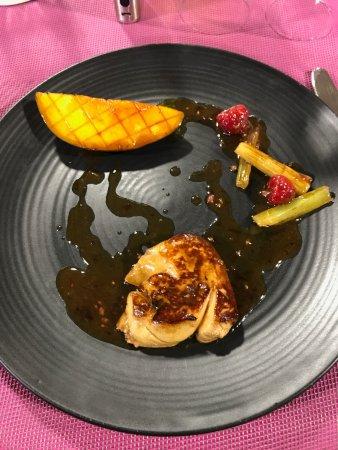 Lagrauliere, Prancis: foie gras poêlé avec mangue en entrée