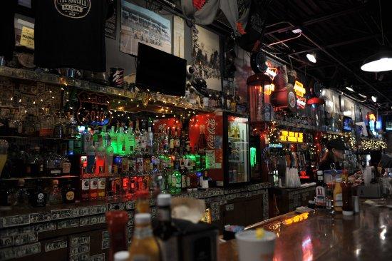 The Knuckle Saloon: bar