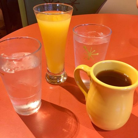 Tustin, CA: Mimosa and coffee (LOVE their mugs).