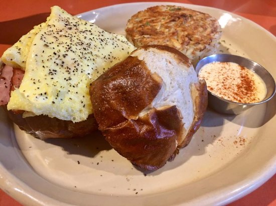 "Tustin, แคลิฟอร์เนีย: ""Sandwich I Am""--ham, egg, & cheese on a pretzel roll served with hashbrowns."