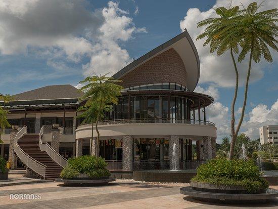 Pretty Structure at Plaza Lagoi