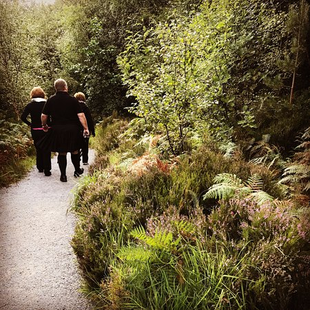 Prestonpans, UK: Taking a break for a little hike at Rogie Falls.