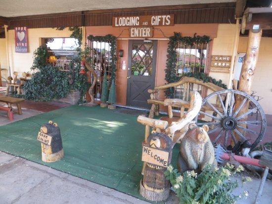 Springerville, AZ: The Lobby Etnrance