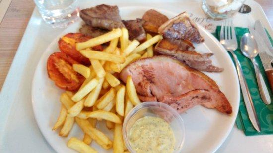 Villefontaine, France: Assiette du boucher généreuse
