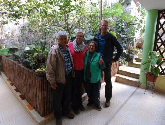 Hostal Ñuñurco Travellers: VISTA AL JARDIN, VISITA DE NUESTROS AMIGOS FRANZ Y HERMINIA