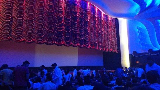 Raj Mandir Cinema: Justo antes de que empiece la película!
