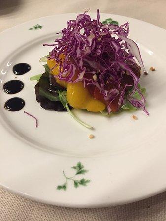 Castiglione Falletto, Italia: Peperone arrostito, nocciola e acciuga
