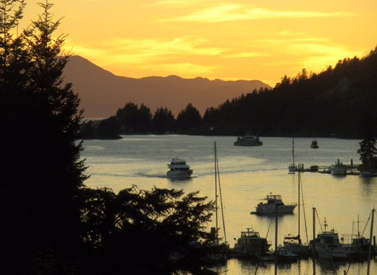 Madeira Park, แคนาดา: Sunset in Pender Harbour, view from Enchanter Oceanview Suites