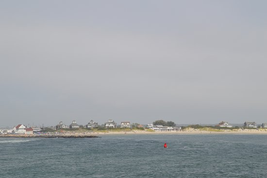 Block Island Ferry: shoreline