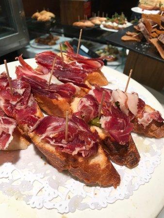 Irati Taverna Basca: photo6.jpg