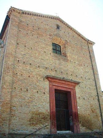 San Costanzo, Italy: Facciata sobria