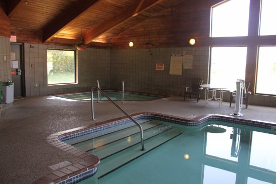 Burlington, IA: Indoor Pool and Hot Tub to pamper self at the end of the day