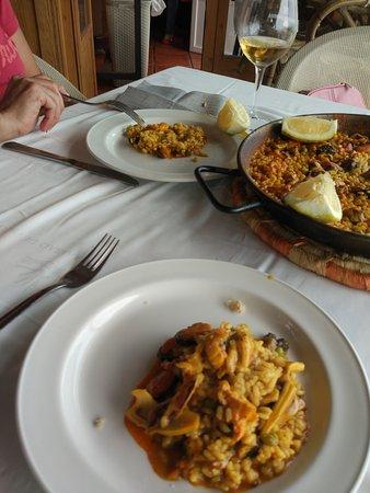 Calahonda, Spanyol: Arroz ciego, con mariscos.