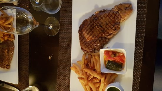Montreuil-Bellay, France: 20170909_203912_large.jpg