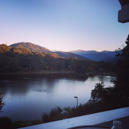 Black Mountain, Kuzey Carolina: This is the view from the balcony of The Lookout room.