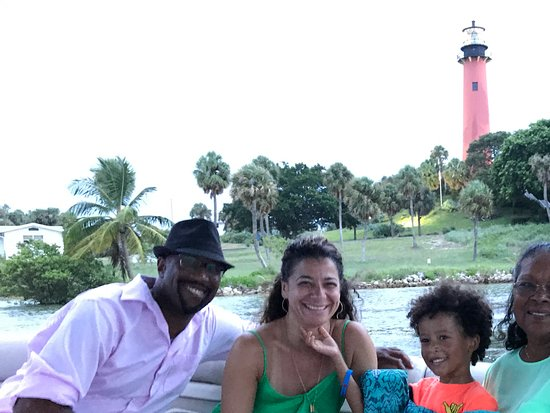 Jupiter, FL: Family Cruise Photo Op