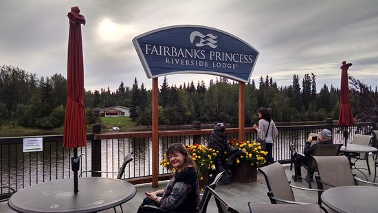 Fairbanks Princess Riverside Lodge: On the deck by the river