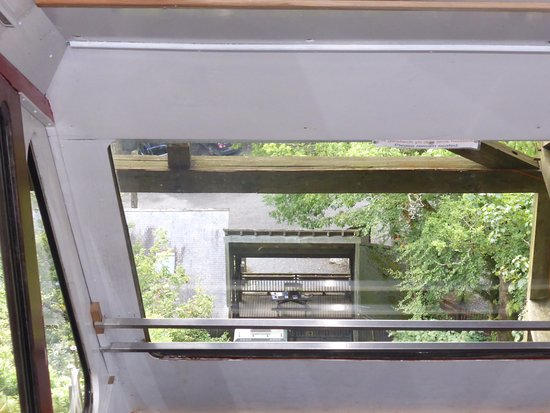 Machynlleth, UK: Inside the cliff railway thing
