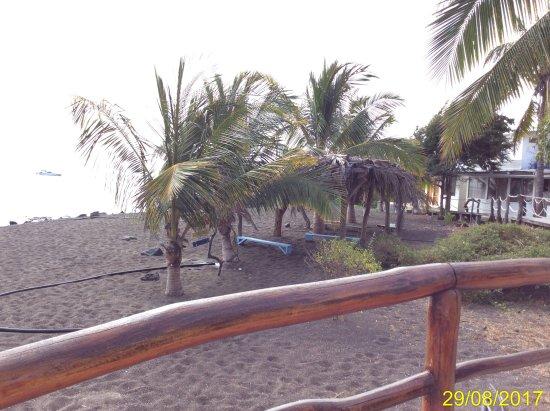 Floreana, Ecuador: viksta spiaggia dall'uscita della camera