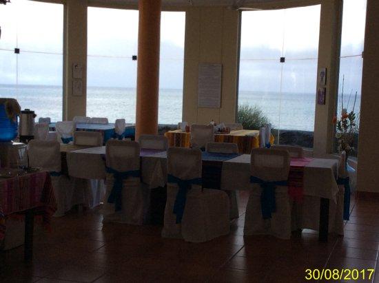 Floreana, Ecuador: sala da pranzo vista spiaggia
