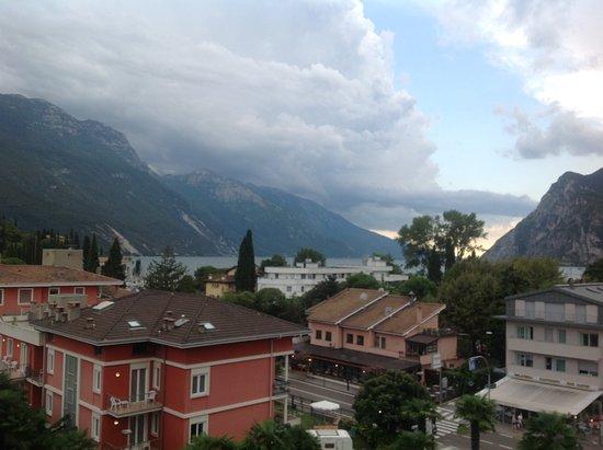 Hotel Garda - TonelliHotels: Lake over roof tops