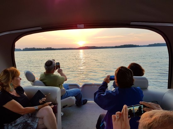Elgin, Kanada: Sunset Boat Cruise on the Rideau Canal with Rideau Tours