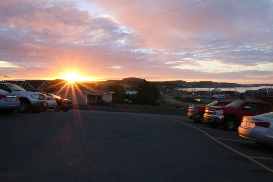 Haven Inn: Sunrise from the hotel parking lot