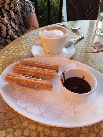 CHAT American Grill: churros
