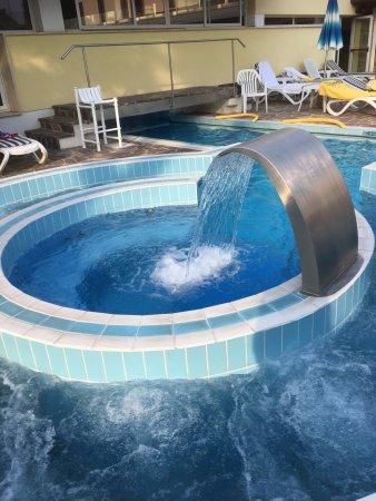 Hotel Terme Vena D'Oro: Angolo idromassaggi e cascata