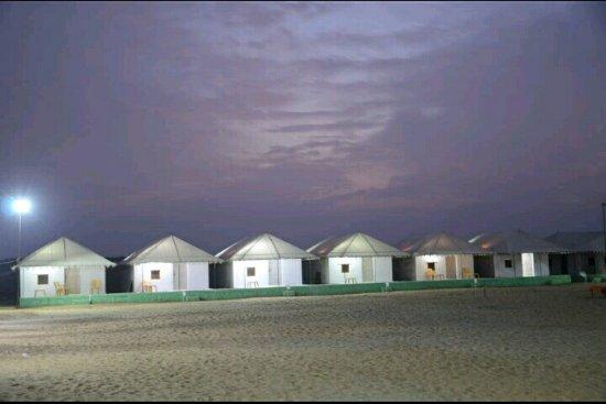 Mohin Desert Safari Camp: Outside view Swiss tent