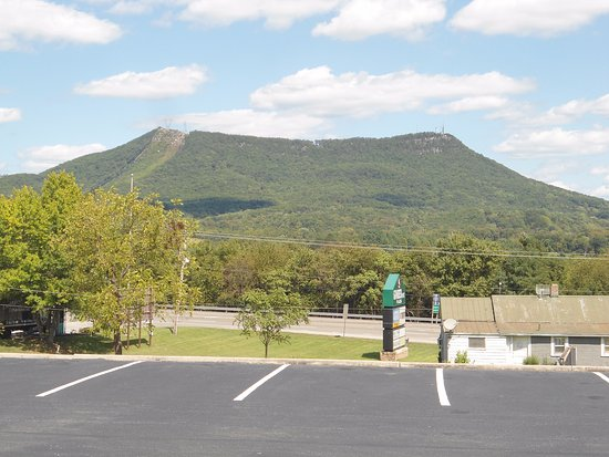 Hollins, VA: This is the mountain where I sat and enjoyed the view. Beautiful, beautiful view!!!!!