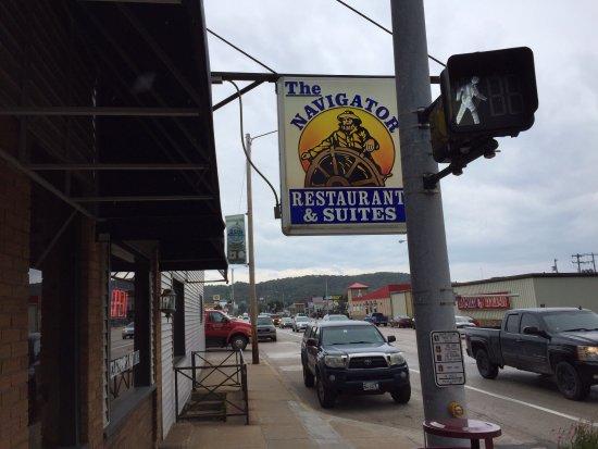 Navigator Restaurant: Sign on the street entrance