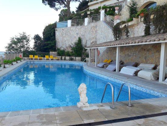 Hotel montjoi by brava hoteles desde sant feliu for Hoteles familiares cataluna