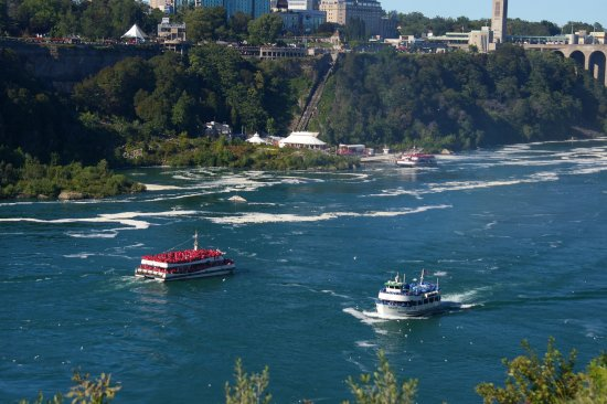 Niagara Falls State Park: Two countries One River