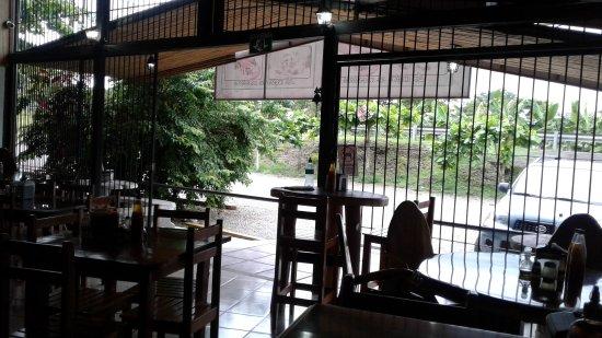 Playa Matapalo, Kosta Rika: Indoor/Outdoor dining but a huge indoor dining area