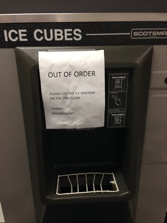 Ramada by Wyndham Victoria: ice maker out of order...