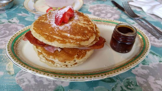 Alcester, UK: AmeriCanadian-Style Pancakes with Bacon & Maple Syrup