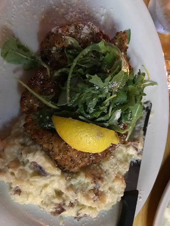 East Rochester, Nova York: Chicken Milanese with Mashed Potatoes