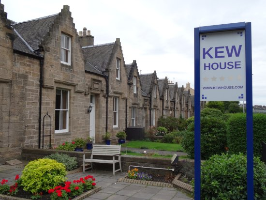 Kew House was built in the late 1800's which got us in the mood of Edinburgh history.