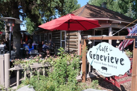 Cafe Genevieve: View of restaurant from the sidewalk