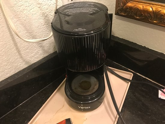 Portola Inn and Suites: no coffee carafe